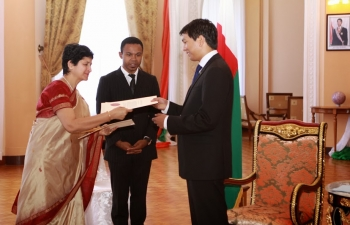 Ambassador of India to the Republic of Madagascar, Ms. Manju Seth, presenting Credentials to the President of the Transition, H.E. Mr. Andry Rajoelina