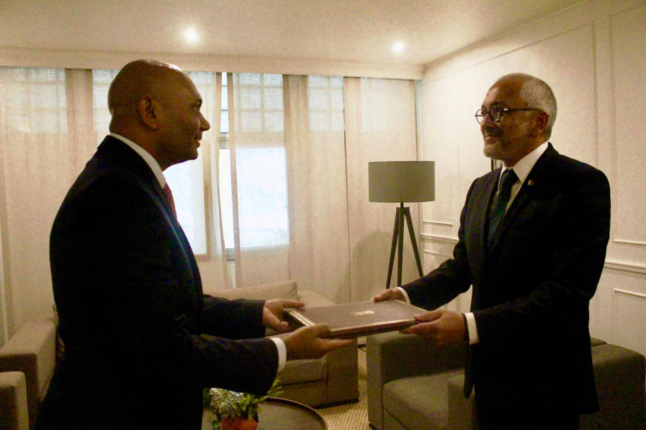 Ambassador Abhay Kumar  presented a copy of his credentials  to H.E. Naina Andriantsitohaina, Foreign Minister of Madagascar