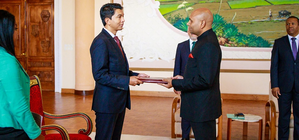 The new Ambassador of the Republic of India to the Republic of Madagascar, Abhay Kumar, presented his credentials to President Andry Rajoelina on 16th May 2019
