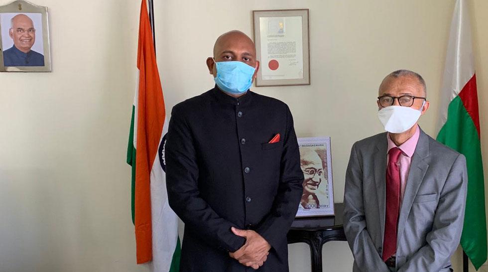 Ambassador Abhay Kumar met H.E. Caabi Elyachroutou Mohamed, Ambassador of Comoros to Madagascar on 30 September 2020