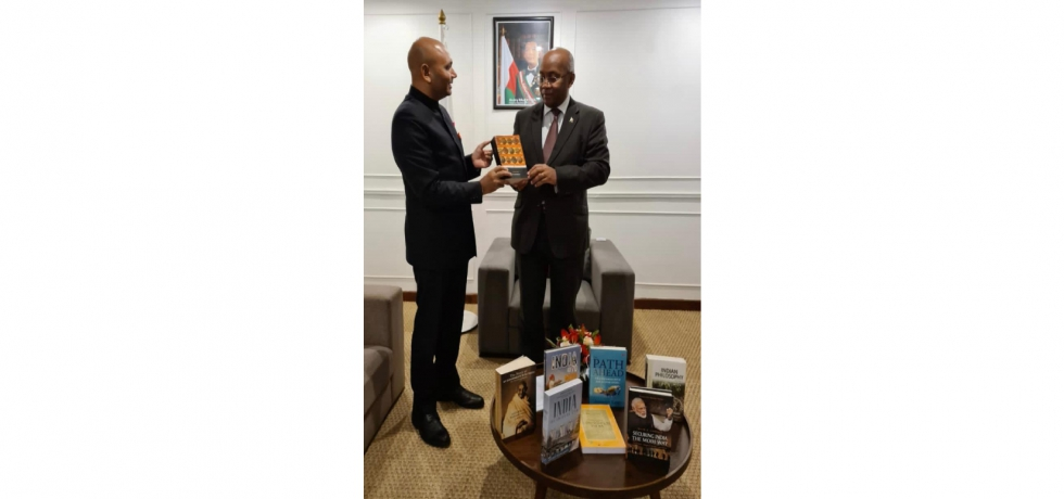 Ambassador Abhay Kumar met H.E. Tehindrazanarivelo Djacoba Liva, Hon'ble Foreign Minister of Madagascar and presented a set of books on Indian Foreign Policy, Statecraft, Constitution, Philosophy among others.